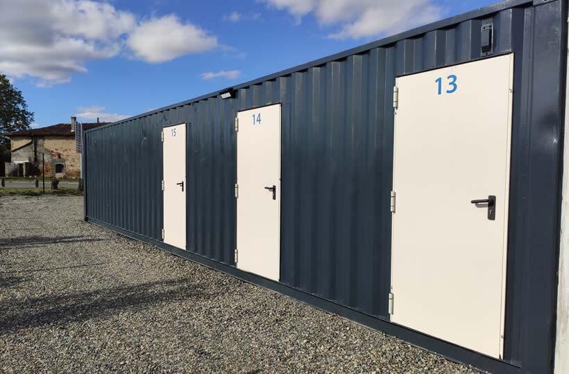 Container transformé avec des portes pour du Self-Stockage